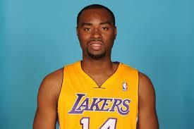 Con la camiseta de los Lakers. Nunca llegó a cuajar en la NBA. Es hermano de Carl Landry